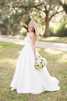 Image from http://d3v11bbb5obkq8.cloudfront.net/wp-content/uploads/2014/04/southern-wedding-simple-gown.jpg.