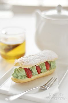 Strawberry and Pistachio cream Eclairs | Flickr: Intercambio de fotos