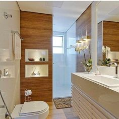 Woody porcenalate adding a touch of warmth to the bathroom. Eclectic Bathroom, Bathroom Interior Design, Dream Bathrooms, Small Bathroom, Mini Bad, Interior Simple, Bathroom Furniture, Bathroom Inspiration, New Homes