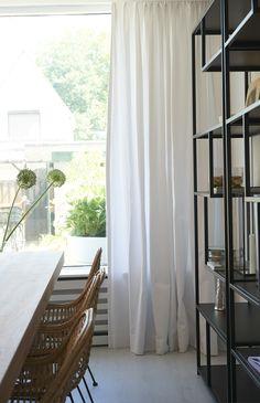 Aflevering 4 - Najaar 2017 Gordijn Jasmijn Curtains, Home Decor, Blinds, Interior Design, Draping, Home Interior Design, Window Scarf, Home Decoration, Decoration Home