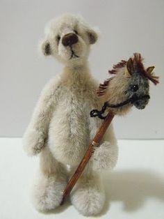 Parker Bears - Hand Made Miniature Artist Bears from Downunder: Sydney Teddy Bear Fair 2010
