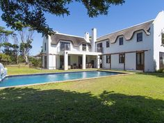 4 Bedroom House For Sale in Chapmans Peak Centre Island, Gate House, Water Filtration System, Double Garage, Easy Entertaining, 4 Bedroom House, Entrance Hall, Open Plan Kitchen