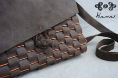 Borsa in cuoio e rame cucita a mano. Leather and copper bag hand-stitched.