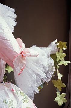 Isabelle de Borchgrave - Peintre, styliste, artiste, plasticienne, découvrez ses étonnantes robes et créations en papier !