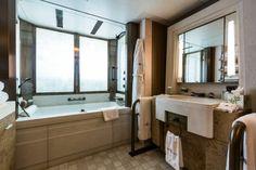 M/Y Coral Ocean Guest Bathroom by Jeff Brown ©Luerssen