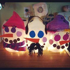 Milk Jug Snowmen. :) Winter Christmas, Christmas Time, Christmas Crafts, Christmas Ideas, Holiday Ideas, Snowman Crafts, Fun Crafts, Milk Carton Crafts, Girl Scout Crafts