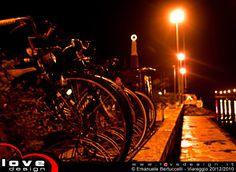 Molo di Viareggio la Madonnina vista notturna HDR  Il molo di Viareggio in versione notturna  Particolari la fila di biciclette parcheggiate, le luci del porto e la Madonnina. Night view of the nautical dock in Viareggio  Particular the row of parked bicycles, the harbor lights and the Virgin Mary statue.