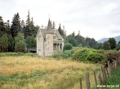Nähe house strathmashie // Tiny castle in the Cairngorm Mountains of Scotland.  Note the little bridge out the back of it.