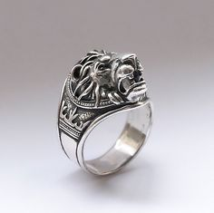 Lion head ring All my rings are made from solid sterling silver 925. Each casting ring is hand finished before having a patina added. Once the patina added, it lightly sanded to add extra characters to the surface making each ring antique. Looks very rich on hand and can be a very good gift.  For any questions - please do not hesitate to contact me.  All SIZES ARE AVAILABLE. I send the ring the next day payment is received. For US it takes 2 - 3 business days. For other countries from 10 to…