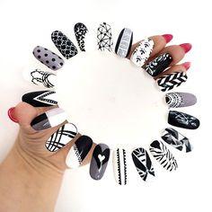 A Ty? Który wybierasz na dziś?  Zdjęcia z bliska na blogu, a link macie w bio ♥  #patabloguje #patamaluje #hybrydy #semilac #pattern #nailart #black #white #blackwhitenails #semigirl #semiart #manicure #manicurehybrydowy #hybrid #gelnails #uv #led #perfectnails #nails #claws #nägel