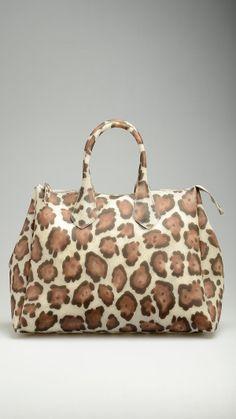 GUM Neutral animalier pattern bag featuring top zip, tote handles, 19,9'' x 11,8'' x 8,2'' , 100% pvc.
