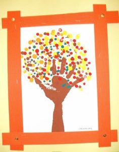 Peinture avec le doigt, la main, le bras arbre automne Make Up Art, Crafts For Kids To Make, Art For Kids, Kindergarten Art Projects, Kindergarten Themes, Preschool Art, Preschool Activities, October Crafts, Fall Art Projects