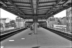 U-Bahnhof Schoenhauserallee 1984 Old Pictures, Old Photos, Bahn Berlin, German Architecture, S Bahn, Street Photography, Places To Visit, Germany, Europe