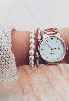 Omdat het horloge groot is passen de parels erbij