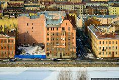 Зимний Санкт-Петербург Смольный собор Питер всегда был особенным городом. В нем нет огромного количества высотных зданий, и рубеж в 50 этажей еще не был пройден.…