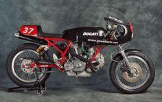 Ducati 900SS by Tony Hannagan of Beveltech.