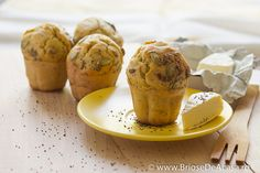Appetizer muffins with pumpkin, sunflower and poppy seeds, served with Camembert cheese (in Romanian) Savory Scones, Savory Muffins, Pumpkin Bread, Pumpkin Spice, Crumpets, Loaf Cake, Quick Bread, Muffin Recipes, Pumpkin Recipes