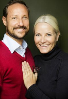 New official portrait of Crown Prince Haakon and Crown Princess Mette-Marit.