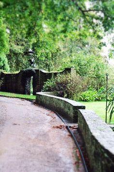 Edna Walling wall and garden - gorgeous Vita Sackville West, Gaudi, Lancaster, Monet, Plant Design, Garden Design, Landscape Architecture, Landscape Design, Lenotre