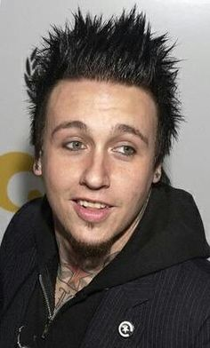 Jacoby Shaddix with normal face expression :D Papa Roach, Jacoby Shaddix, Face Expressions, Kinds Of Music, Music Stuff, News Songs, Good Music, Movies And Tv Shows, Character Inspiration
