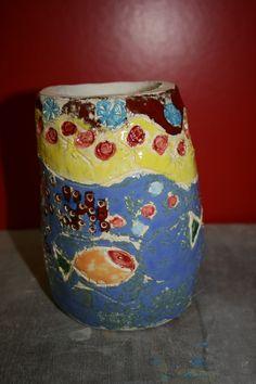 Vaas opgebouwd met kleirollen