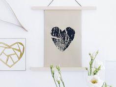 Noch mehr Baum auf Papier #weilichessosehrmag #undmeinebegeisterungnichtendenwill  Dieses Mal etwas kontrastreicher auf Kraftpapier. Ein Hauch zu viel Farbe aber so ist das eben bei Handarbeit  #jedesstückeinunikat .  #neuerblogpost #aufdemblog #direktlinkimprofil #easypeasyanklickbar  . . Maybe a DIY gift for a birthday Mother's Day or a wedding?  #newblogpost #linkinprofile #linkinbio #onmyblog  . . . #diy #doityourself #handmade #wallarthanging #wallart #walldecor #treestumpprint #print…