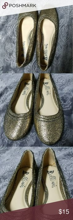 Bellini Davola gold sparkle flats EUC size 6-6.5 Up for sale is a pair of like new Bellini gold sparkle/ crackle like flats. The model is called Davola. They are in like new condition with no flaws. They will best fit size 6-6.5. They will not work for someone who fits a 6.5-7 range, alas they need a new home.   Thanks for looking and please ask any questions!! ❤❤ Bellini Shoes
