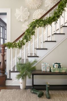 Awesome Modern Farmhouse Staircase Decor Ideas – Decorating Ideas - Home Decor Ideas and Tips Merry Little Christmas, Noel Christmas, Rustic Christmas, Winter Christmas, All Things Christmas, Christmas Garlands, Simple Christmas, Cheap Christmas, Xmas