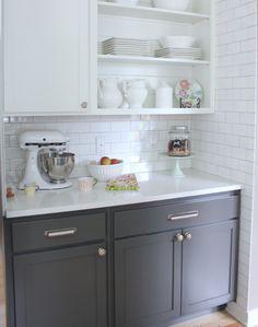 sleek-white-countertop-and-subway-backsplash-tile-idea-also-cool-gray-base-kitchen-cabinet-plus-corner-open-shelf.jpg (909×1152)