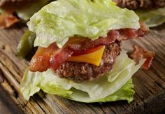 What is the dirty keto diet that lets you eat fast food thre.- What is the dirty keto diet that lets you eat fast food three times a day? The dirty keto diet claims you can eat fast food and still lose weight www.c… wittyread - Eating Fast, Clean Eating, Keto Fastfood, Keto Fast Food Options, Healthy Alternatives, Keto Regime, Smoothie Vert, Healthy Snacks, Healthy Eating