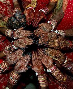Znalezione obrazy dla zapytania hinduska modelka w tradycyjnym stroju henna