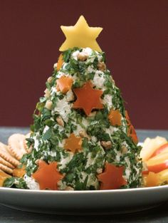 The cream cheese fir tree with fresh herbs and tree decorations made of walnuts and peppers will delight the whole family. Our video shows how he succeeds. Christmas Brunch, Christmas Drinks, Christmas Time, Dinner Party Games, Party Snacks, Party Buffet, Xmas Food, Food Humor, Food Festival