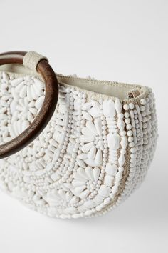 ZARA - Female - Natural beaded oval crossbody bag - White - M Embroidery Bags, Different Colors, Crossbody Bag, Bracelets, Jewelry, Baskets, Crafts, Bags, Damask