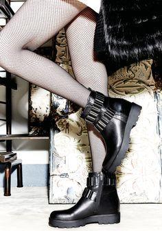 Anfibio Albano realizzato in pelle nera, ed impreziosito da catena mrtallica