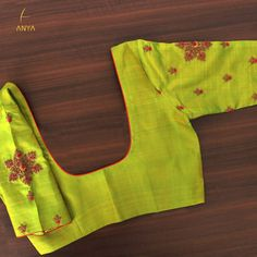 Bright vibrant and attractive the creeper design on this blouse is done exquisitely. Simple Blouse Designs, Silk Saree Blouse Designs, Bridal Blouse Designs, Blouse Neck Designs, Sleeve Designs, Silk Sarees, Blouse Designs Catalogue, Maggam Work Designs, Designer Blouse Patterns