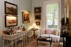 Tour the Southern Charmers' Homes. What's a reading room without cocktails?
