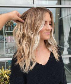 Honey Blonde Hair Color, Blonde Hair Looks, Blonde Hair With Highlights, Brown Blonde Hair, Medium Blond Hair, Blonde For Brunettes, Medium Blonde Hairstyles, Honey Colored Hair, Medium Balayage Hair