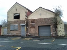 People are dying to get in to our latest building courtesy of @leftydaw #derelict