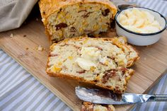 This recipe for Bacon & Mielie Bread recipe is perfect for around the braai. Delicious as a snack too. Ingredients bacon, diced cups all purpose (cake) flour baking powder sugar salt 4 large eggs cup butter, melted 1 cup milk 1 tin … Bagels, Kos, Bacon Cornbread, Bread Recipes, Cooking Recipes, Bacon Recipes, Cooking Tips, Bacon Food, C'est Bon