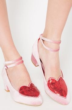 Kawaii cute Pink Turkish Court Show now available. Pink velvet and red hearts. What's not to love. We have amazing selection of kawaii and cosplay footwear.