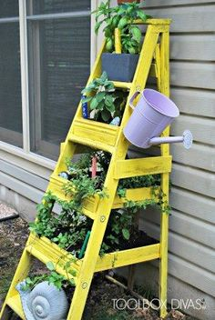 Upcycle an old ladder into a vertical herb garden from Toolbox Diva. Upcycle an old ladder into a ve Garden Ladder, Diy Garden, Garden Planters, Diy Planters, Tall Planters, Succulent Planters, Green Garden, Succulents Garden, Hanging Planters