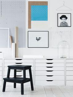 Uppåt väggarna med IKEA PS 2014 tavlor, NYTTJA ram, FJÄLLSTA bild i RIBBA ram, GLADSAX svart ram. ALEX lådhurtsar. Gästbloggare: Maria Riazzoli.