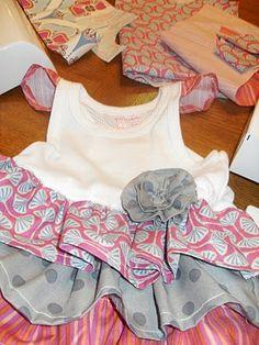 Tutorial Tuesday - T-Shirt Dress:. Sewing Kids Clothes, Sewing For Kids, Baby Sewing, Barbie Clothes, Diy Clothing, Clothing Patterns, Sewing Patterns, Skirt Patterns, Blouse Patterns