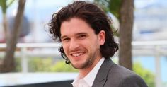 Game Of Thrones Star Kit Harington Is Crowned Worst Dressed By GQ Magazine Mens Messy Hairstyles, Popular Mens Hairstyles, Elegant Hairstyles, Haircuts For Men, Celebrity Long Hair, Celebrity Look, Celebrity Photos, Kit Harington, Cameron Diaz