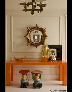 "design by jonathan adler. I love the ""Gaetano Sciolari""-chandelier above."