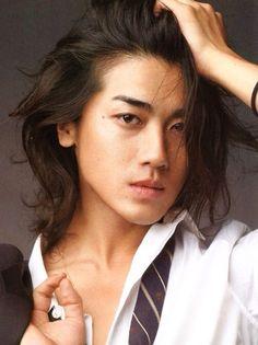 Migizi's hair when it is down. Jin Akanishi, Asian Men Long Hair, Boys Long Hairstyles, Asian Hotties, Japanese Men, Asian Actors, Look Cool, Gorgeous Men, Pretty People
