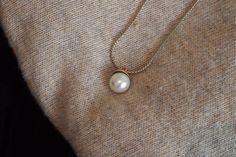 Mitä päälle lennolle? Ainakin Cailap by Bloggers Lindan suunnittelema kaulakoru! Pearl Necklace, Lily, Pearls, Jewelry, String Of Pearls, Jewlery, Jewerly, Beads, Schmuck