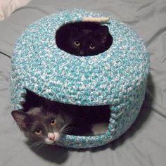 She used 1/2 inch piping and 1 inch strips of calico fabric with a coil basket weaving method to create a shape similar to the traditional Japanese neko chigura cat beds. cat beds, cat furniture, coiled fabric basket, diy cat cave, cat basket, cat houses, crochet fabric basket, basket weaving diy, cat toys
