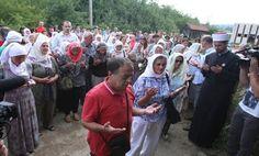 Majke Srebrenice u Kravici: Naše je pravo da posjetimo svako mjesto stradanja najmilijih! | http://www.dnevnihaber.com/2015/07/majke-srebrenice-u-kravici-nase-je-pravo-da-posjetimo-svako-mjesto-stradanja-najmilijih.html