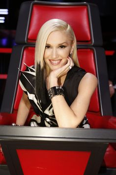 people forget how absolutely beautiful she is.I love how she can transform from front woman to fun mommy to sexy wife and classy business woman. I so want her superpowers! Gwen Stefani The Voice, Gwen Stefani No Doubt, Gwen Stefani And Blake, Gwen Stefani Style, Celebrity Singers, Celebrity Style, Sexy Wife, Handsome Actors, Woman Crush